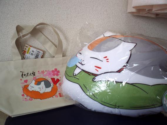 ニャンコ先生クッションとミニバッグ
