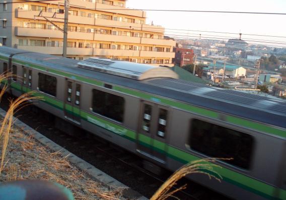 横浜線走っている姿E233