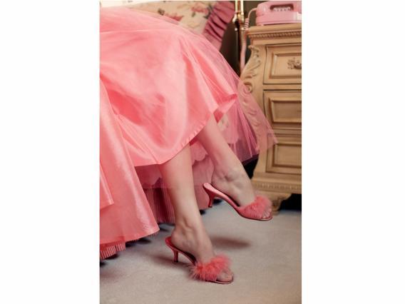 足ピンクのドレスと