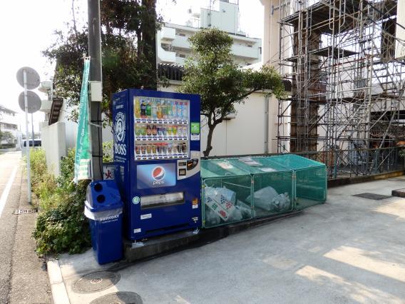 サントリ日向山神社前自動販売機20150730