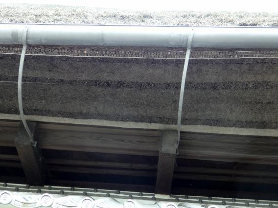 層のある藁葺屋根